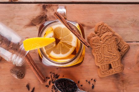 Foto van Hot gekruide thee in pot op houten tafel Stockfoto - 52262177