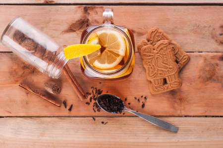 Foto van Hot gekruide thee in pot op houten tafel Stockfoto - 52262141