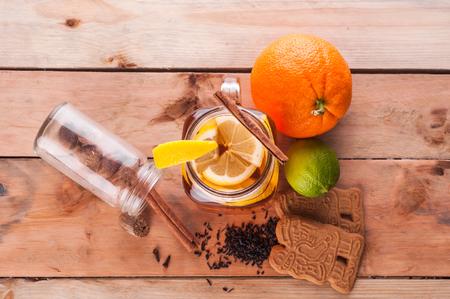 Foto van Hot gekruide thee in pot op houten tafel Stockfoto - 52262129