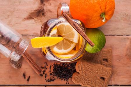 Foto van Hot gekruide thee in pot op houten tafel Stockfoto - 52261955
