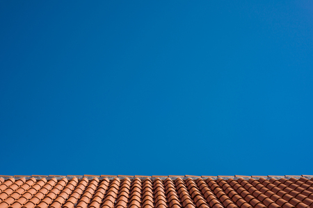 Photo of Red tile roof with blue sky as background 版權商用圖片 - 121758886
