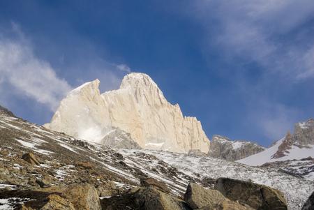 los glaciares: Montagne in Parco Nazionale Los Glaciares balneazione in luce del sole