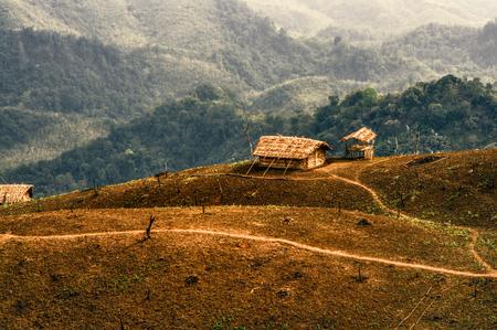 Asentamiento tribal tradicional en la remota región de Nagaland, India Foto de archivo - 32970455