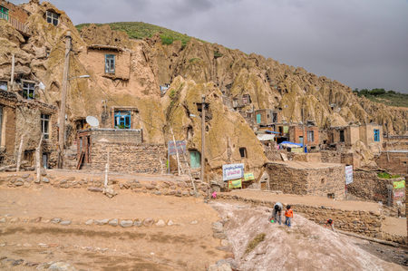 cone shaped: Scenic view of cone shaped dwellings in Kandovan village in Iran