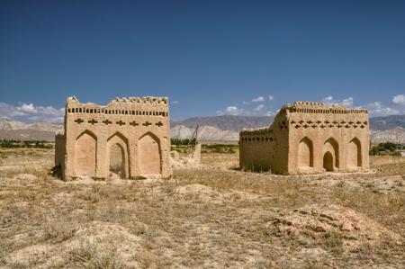 kyrgyzstan: Ruinas del templo antiguo en Kirguist�n