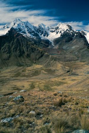 alpamayo: Beautiful scenery around Alpamayo, one of highest mountain peaks in Peruvian Andes, Cordillera Blanca Stock Photo