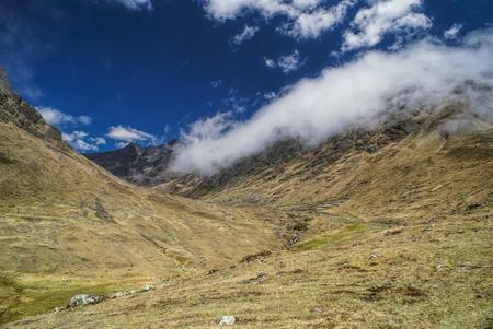 Picturesque valley in Andes mountains in Bolivia on Choro trek Imagens