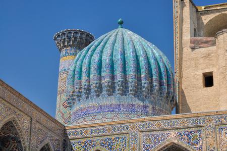Cúpulas decoradas en ciudad de Samarcanda, Uzbekistán Foto de archivo - 35945833