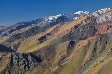 kyrgyzstan: Esc�nico paisaje monta�oso en Kirguist�n, Asia Central