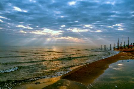 Mañana tranquila en Bandar-e Anzali puerto por mar Caspio en el norte de Irán Foto de archivo - 35945561