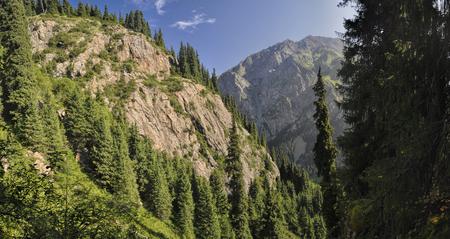 kyrgyzstan: Vistas panor�micas de las pintorescas monta�as de Kirguist�n