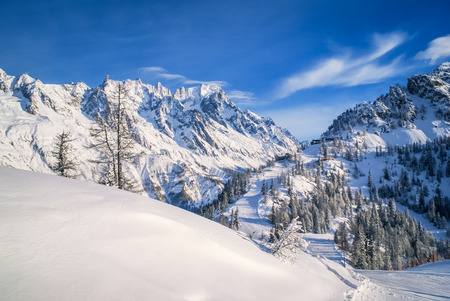 courmayeur: Photo of mountains and peaks covered in snow in Courmayeur in northern Italy.