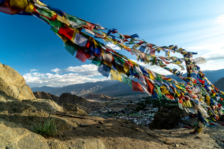 Buddhist prayer flags above Leh, Ladakh in India. Place is a popular toutist attraction. Foto de archivo - 118052208