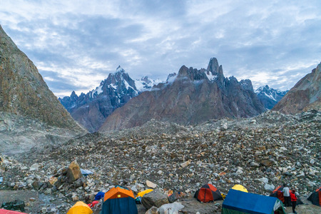 Campsite on Baltoro Glacier with view of majestic trango Towers in Karakoram Mountain Range, Pakistan Standard-Bild