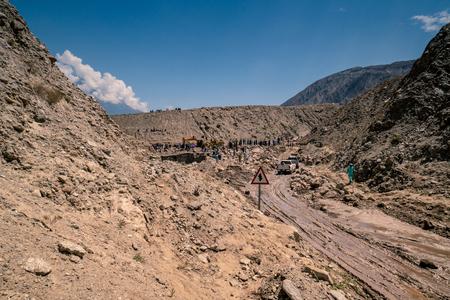 Karakoram Highway, Pakistan - July 19, 2018: Recovery work after landslide destroyed road in Karakoram mountains in Pakistan. Illustrative editorial. Standard-Bild