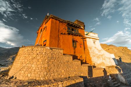 Buddhist monastery Namgyal Tsemo in Himalayas above Leh, Ladakh in India. Popular toutist attraction. Foto de archivo - 118052073