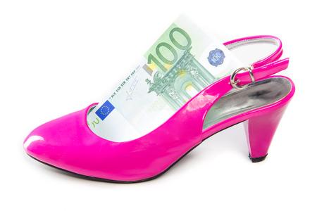 prostituta: zapatos de tacón alto y el dinero