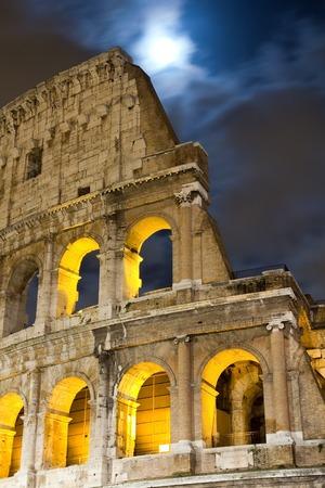 Gezicht op het Colosseum 's nachts, Italië Stockfoto - 34232022
