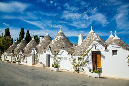 Traditional trulli houses in Arbelobello, province Bari, region Puglia, Italy 版權商用圖片