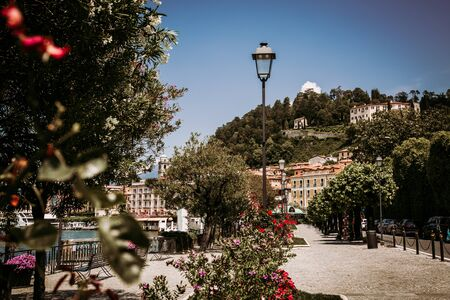 Promenade along Lake Como in Bellagio town, Lomabrdy region in Italy Stockfoto