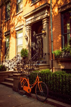 Orange Bicycle in front of Brooklyn residential house in Brooklyn Heights district, New York City, USA 写真素材 - 130067230