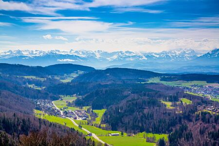 Panorama of alps and towns Wettswil, Stallikon and Bonstetten from odservation tower on Uetliberg mountain Stockfoto