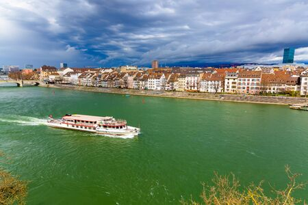The ferry follows the Rhine River in the city of Basel, Switzerland Stockfoto