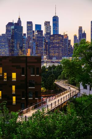 Manhattan panorama at dusk seen from Brooklyn Hights District, New York Stockfoto