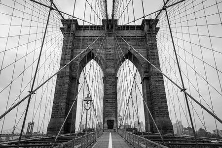 Brooklyn Bridge architecture in black and white tone, New York City Imagens