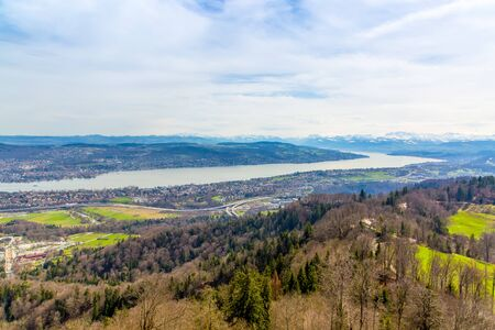 Panorama of Zurich city and lake from odservation tower on Uetliberg mountain Stockfoto - 132369888