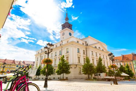 Old town square with town hall in city of Kalisz, Poland Stockfoto