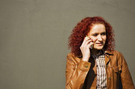 conversa: La muchacha habla por el tel�fono