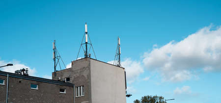 antennas on the roof of the building
