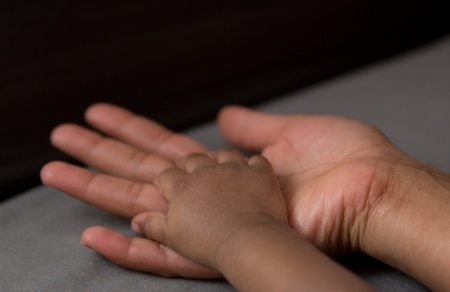 black newborn: hand of a baby in his mother