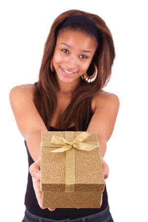 generosity: Hermosa mujer joven sosteniendo un regalo aislados en blanco