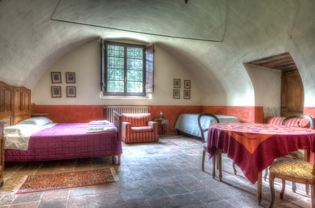 a bedroom  with the hdr tecnique