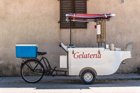 carretto gelati: Ice cream triciclo cellulare