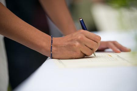 signatures during a wedding ceremony Standard-Bild