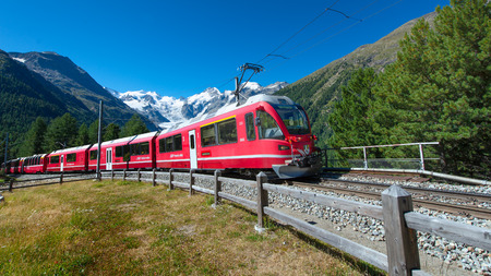 Swiss mountain train Bernina Express crossed Alps Stok Fotoğraf - 44425396