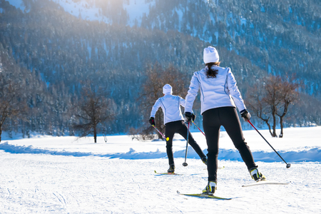 Couple man and woman cross-country skiers ago training skating technique Standard-Bild