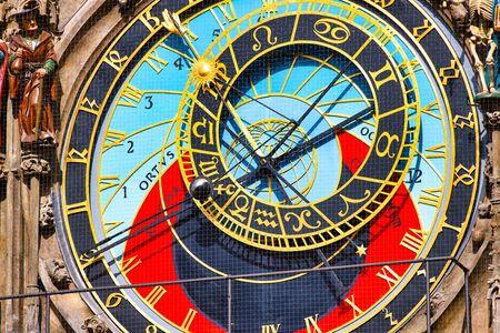 Particolare dell'orologio astronomico nella vecchia piazza di Praga Archivio Fotografico