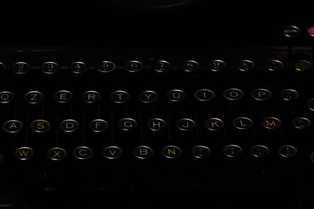 Detail of ancient typewriter on a black background Banque d'images - 150205372