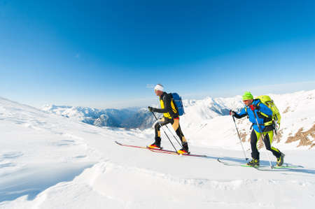 Ski mountaineers in action on the Italian Alps Banque d'images