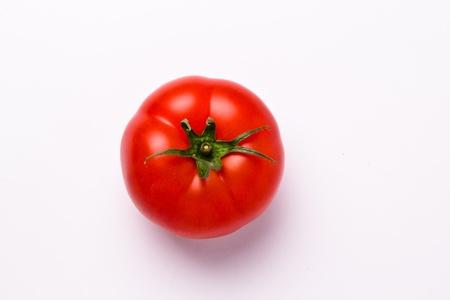 Bovenaanzicht van een geïsoleerde tomaat op witte achtergrond Stockfoto - 13489241