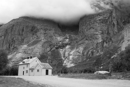 Felhők a hegy ellen. A Troll Fal, Norvégia.