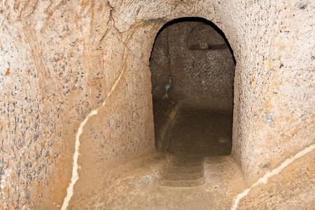 Bejáratánál egy etruszk sír Civita di Bagnoregio, Olaszország.