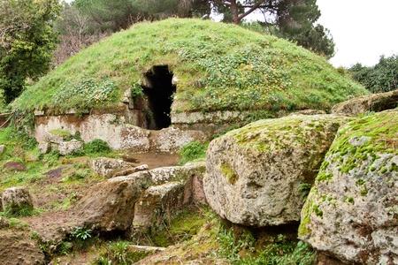 Körkörös sírok az etruszk nekropolisz Cerveteri (Olaszország)