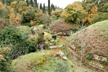etruscan: Circular tombs in the Etruscan Necropolis of Cerveteri Editorial