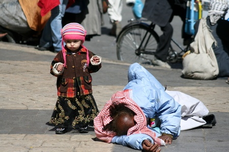 December 21, 2008 - Sanaa (Yemen), tramp and child in the old city. Stock Photo - 11729850