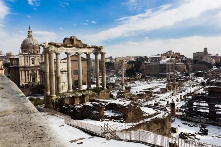 A Temple of Saturn és a többi műemlékek a Forum Romanum, Olaszország